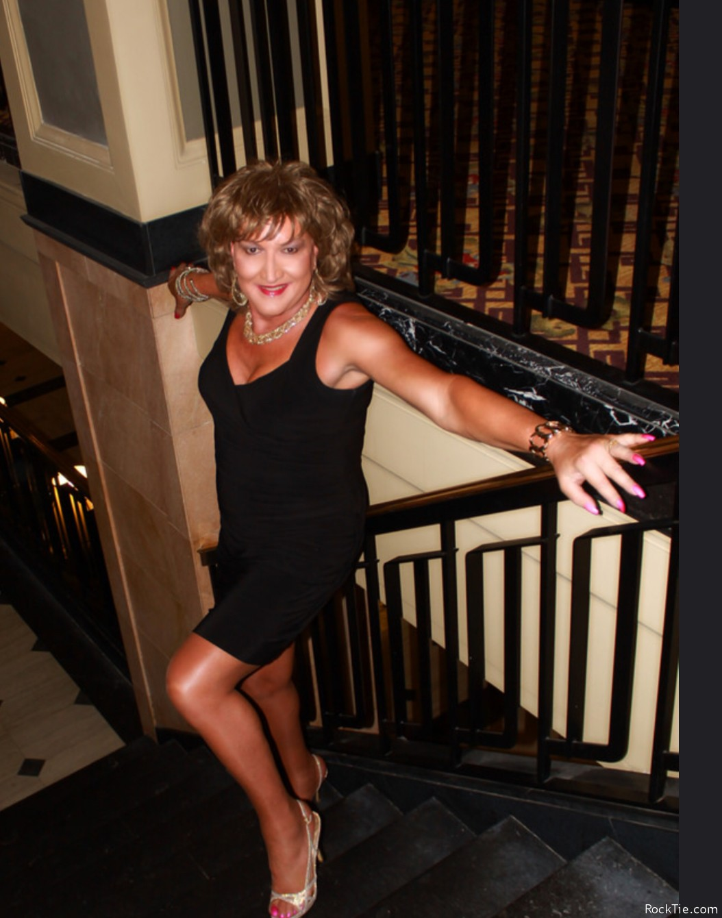 Looking for Lovers - Free Swingers Wife Swapping Swinger
