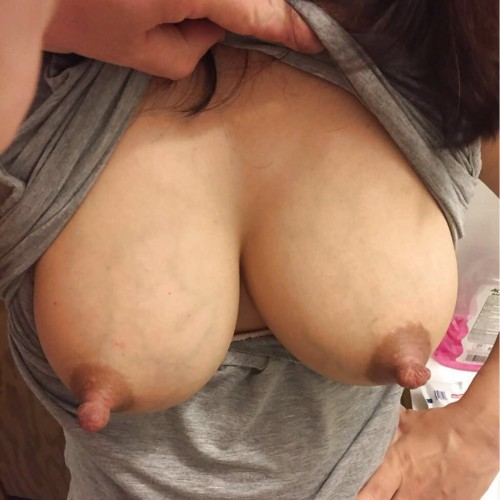 757 Hot Wife